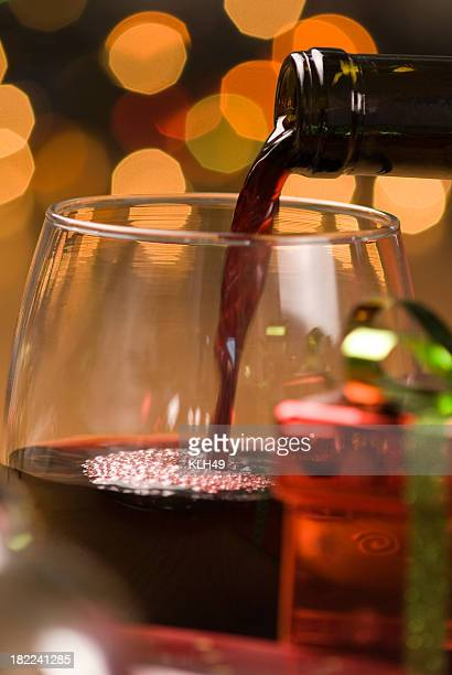 holiday wine pour - cabernet sauvignon grape stock pictures, royalty-free photos & images