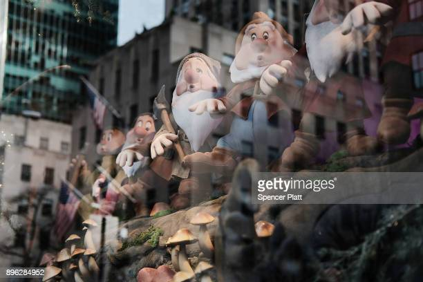 A holiday winter display celebrates Snow White and the Seven Dwarfs outside of Saks Fifth Avenue on December 20 2017 in New York City With Christmas...