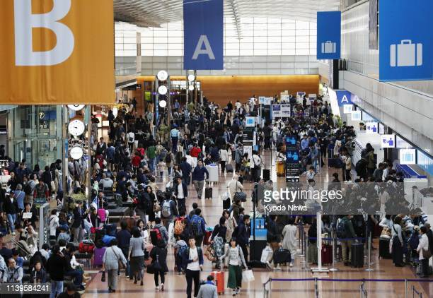 Holidaymakers crowd Haneda airport in Tokyo on April 27 the first day of Japan's 10day Golden Week holiday ==Kyodo