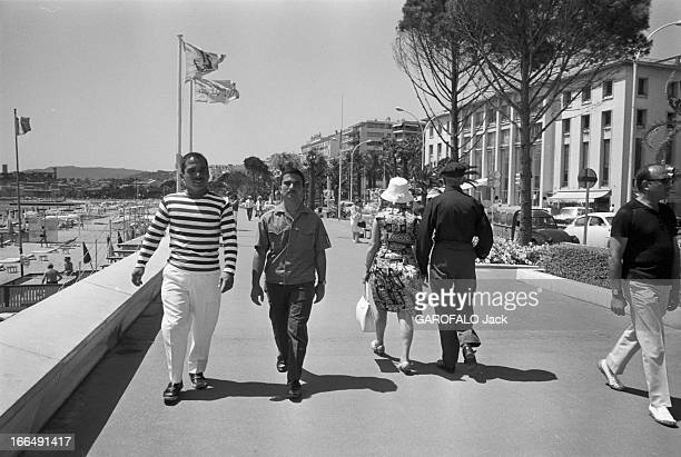 Holidays Of King Hussein Of Jordan In Cannes With His Young Brother Hassan. France, Cannes, 9 juillet 1965, le roi HUSSEIN de Jordanie passe ses...