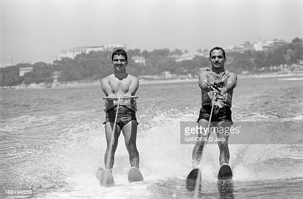 Holidays Of King Hussein Of Jordan In Cannes With His Young Brother Hassan France Cannes 9 juillet 1965 le roi HUSSEIN de Jordanie passe ses vacances...