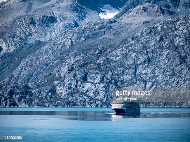 グレイシャーベイ国立公園のオランダアメリカクルーズ船 - アラスカ文化 ストックフォトと画像