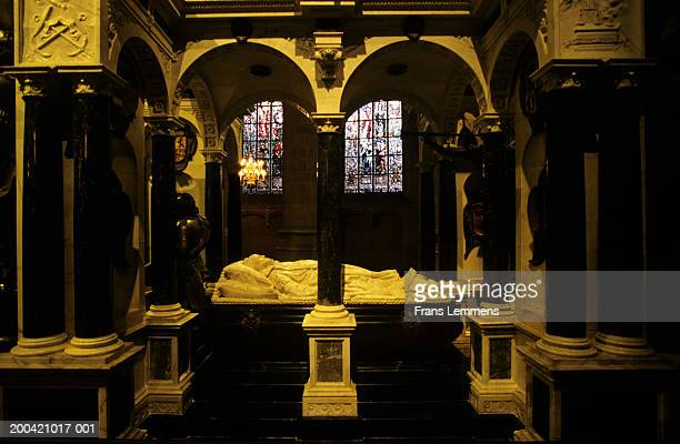 holland, delft, nieuwe kerk, mausoleum of the house of orange - nieuwe kerk delft stock photos and pictures