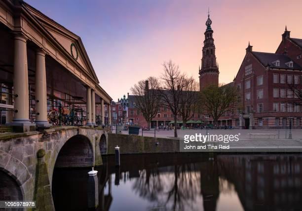 holland, leiden - canal sunset - ライデン ストックフォトと画像