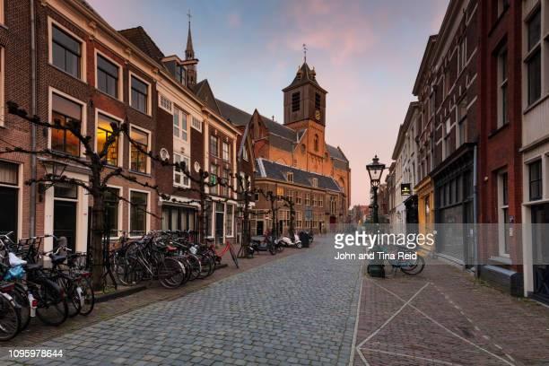 holland, leiden - iconic church - ライデン ストックフォトと画像