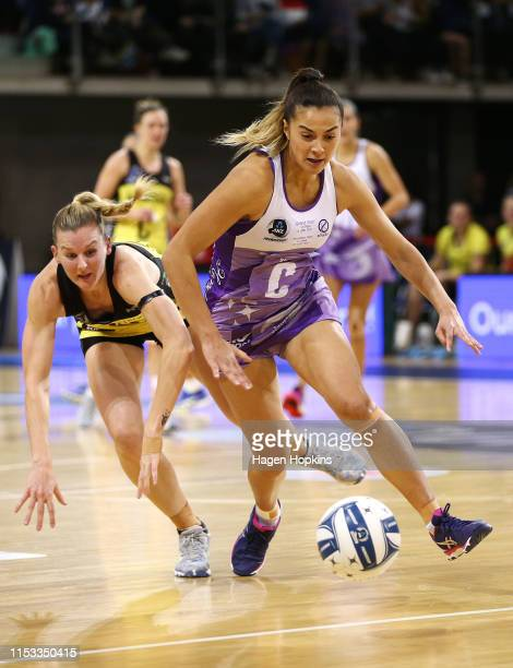 Holly Fowler of the Stars and Katrina Rore of the Pulse compete for the ball during the ANZ Premiership Netball Final between the Pulse and the Stars...
