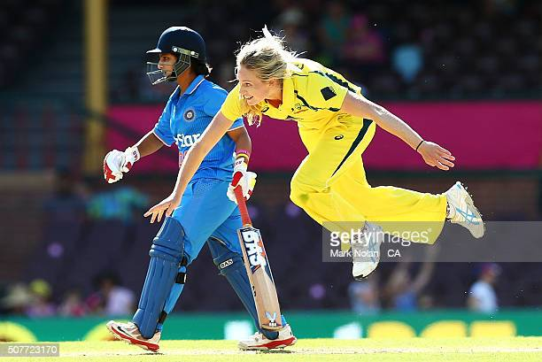 Holly Furling of Australia bowls during the International Twenty20 match between Australia and India at Sydney Cricket Ground on January 31 2016 in...