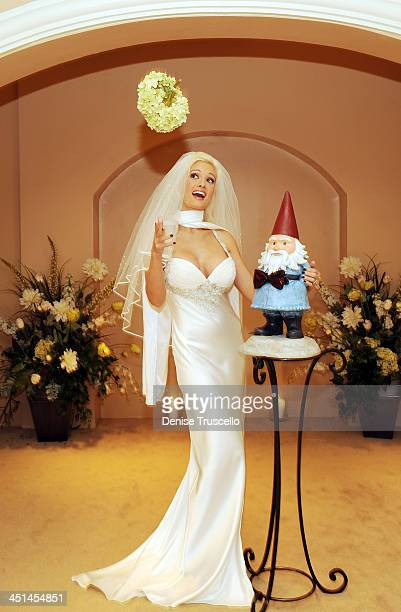 Holly Madison Marries The Travelocity Gnome At Wedding Chapel Planet Hollywood Resort Casino On