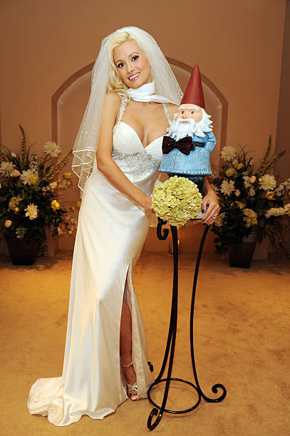 Holly Madison Marries The Travelocity Gnome At Wedding Chapel Planet Hollywood Resort Casino