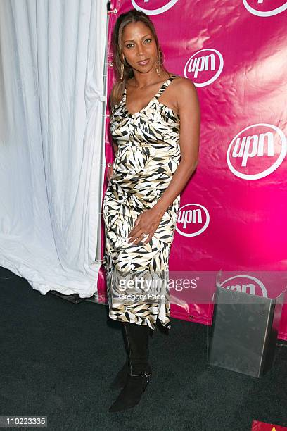 Holly Robinson Peete star of the new UPN show 'Love Inc'