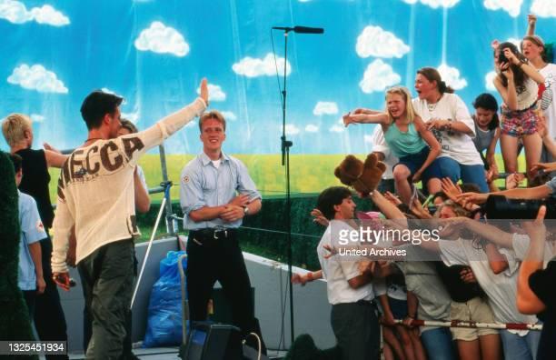 Hollymünd, Sonntagnachmittags-Show vom WDR-Gelände in Köln-Bocklemünd, Deutschland 1987 - 2001, mit dabei: Teenie-Massenhysterie beim Auftritt der...
