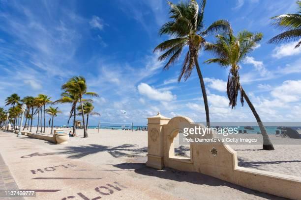 hollywood beach scene at north miami, florida, usa. - hollywood stock-fotos und bilder