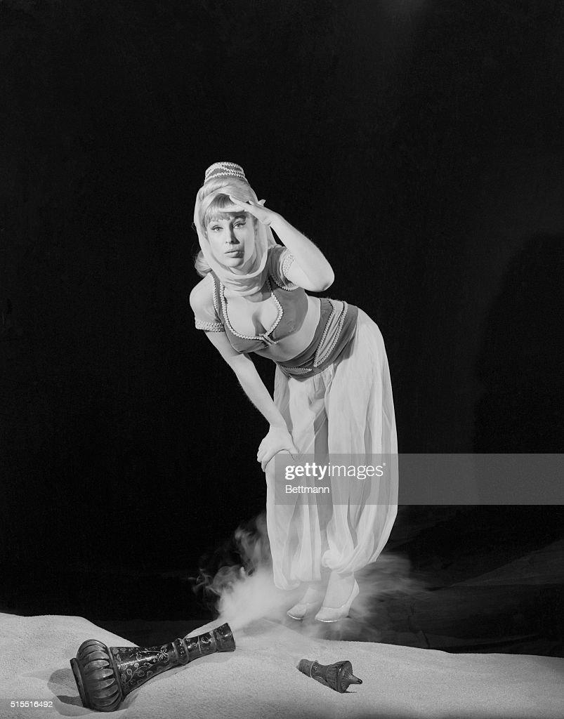 Actress Barbara Eden Dressed for Her Part in I Dream of Jeannie : Nachrichtenfoto