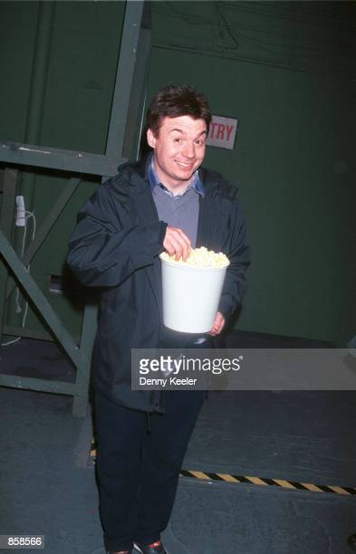 Hollywood CA Austin Powers star Mike Myers buys a bucket of popcorn at the Hollywood Bowl for the opening night gala of Roll Over Beethoven conducted...