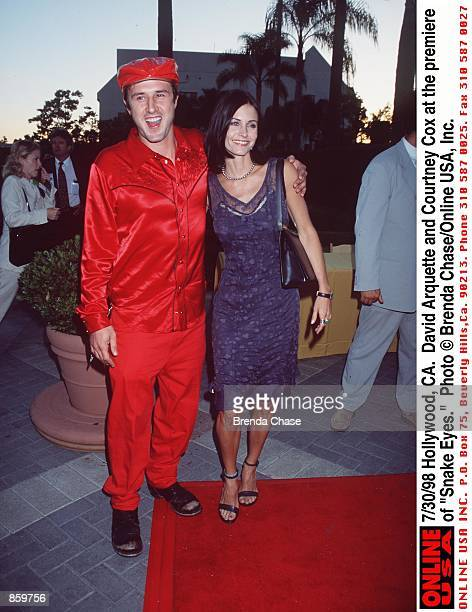 Hollywood CA David Arquette with Courteney Cox at the premiere of Snake Eyes