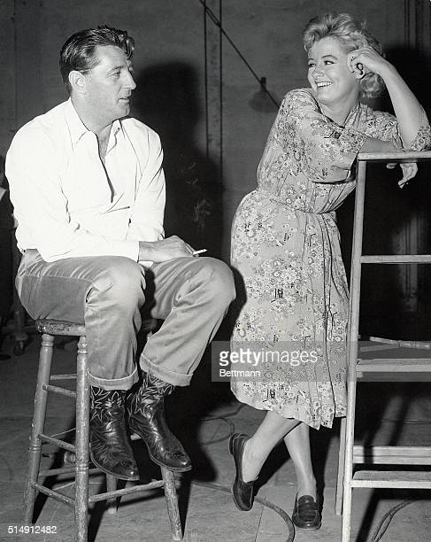 Hollywood CA Two stars who made international headlines for their off the set fights with other people are Robert Mitchum and Constance Ford Mitchum...