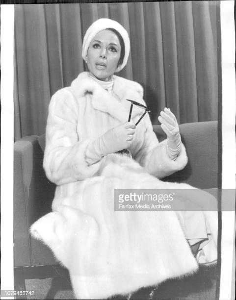 Hollywood Film amp Television actress Dana Wynter arrives on a holiday visit to Australia She arrived off her UTA Jet from Tahiti wearing a full...