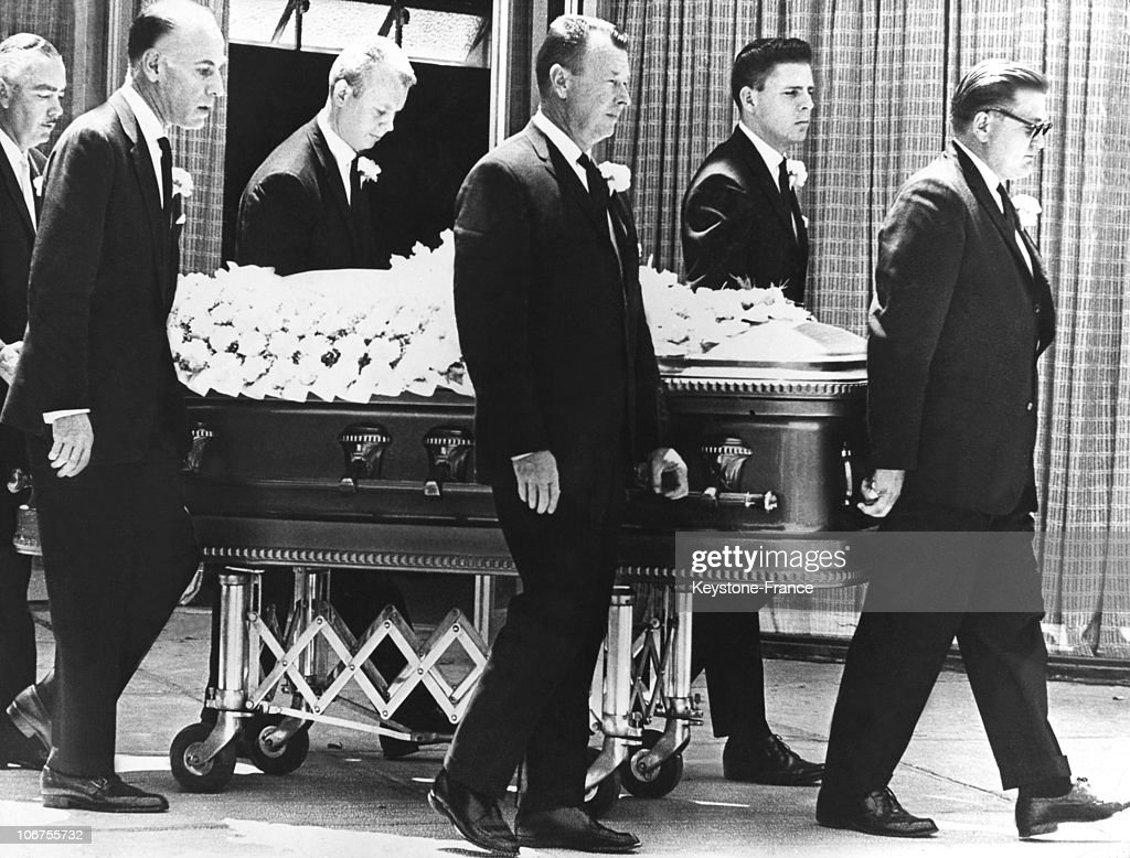 Hollywood, Marilyn Monroe S Funeral. August 14Th 1962 : News Photo