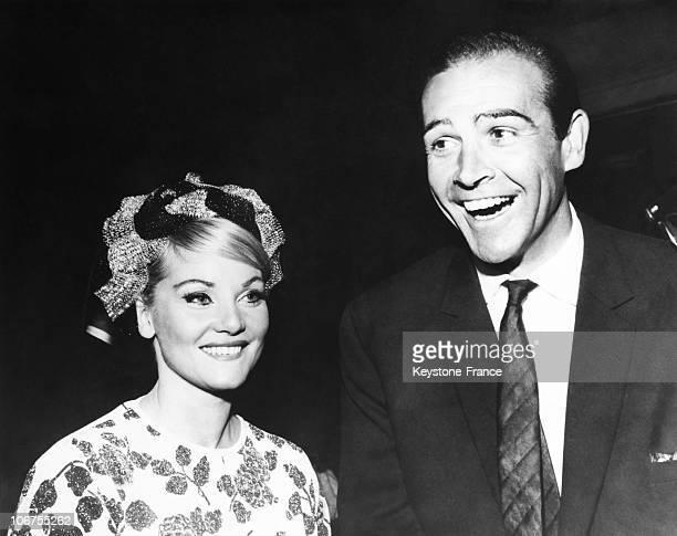 Hollywood Sean Connery And His Wife Diane Cilento During The Golden Globe Awards 1964