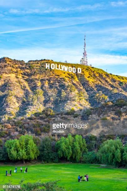 hollywood-schild und hundepark - hollywood los angeles stock-fotos und bilder