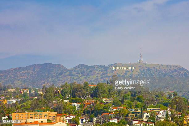 hollywood sign on mountain - hollywood californie photos et images de collection