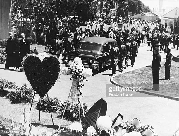 Hollywood The Funeral Cortege Arriving At The Burial Of Marilyn Monroe August 1962