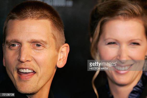 Actor Barry Pepper and his wife Cindy arrive to the premiere of the film Flags of Our Fathers in Hollywood CA 09 October 2006 AFP PHOTO / HECTOR MATA