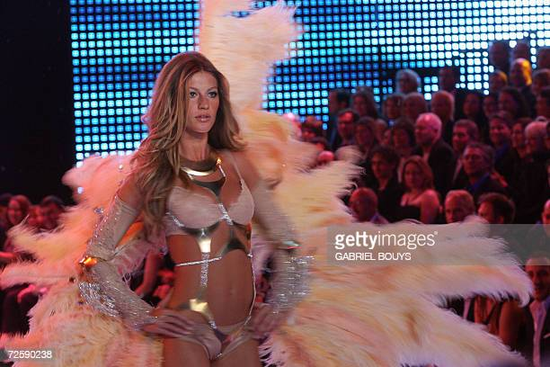 Brazilian top model Gisele Bundchen displays an outfit during the Victoria's Secret Fashion Show in Hollywood 16 November 2006 AFP PHOTO GABRIEL BOUYS