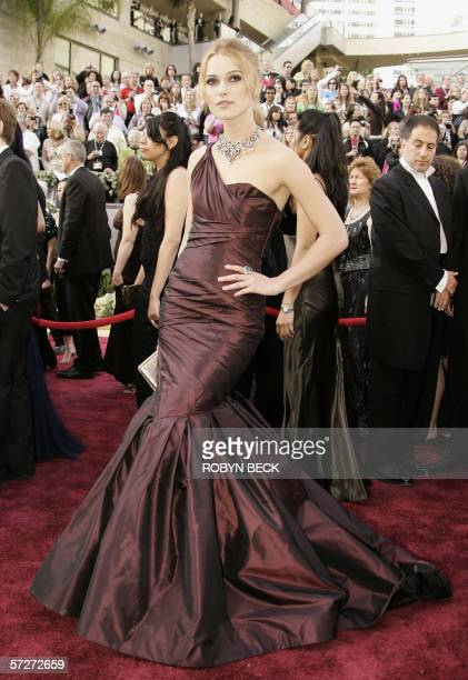 British actress Keira Knightley arrives for the 78th Academy Awards at the Kodak Theater in Hollywood California 05 March 2006 The stunning...