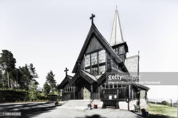 holmenkollen, the holmenkollen kapell (chapel, church) - image stockfoto's en -beelden