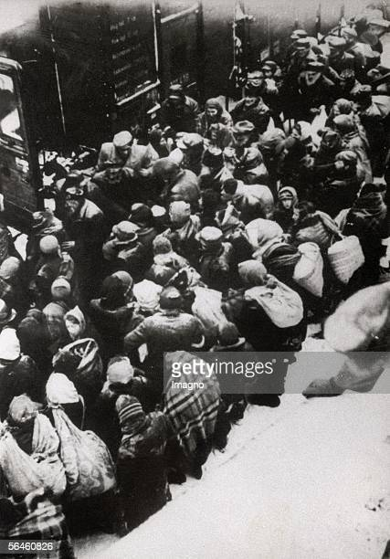 Holocaust Deportation of polish jews on cattle carriages to a concentration camp Poland Photography Around 1944 [Holocaust Deportation von polnischen...