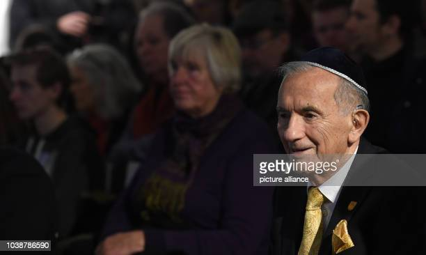 Holocaust survivor Salomon Finkelstein during an hour of remembrance at the Ahlem memorial site in HanoverGermany 27 January 2015 Lower Saxony...
