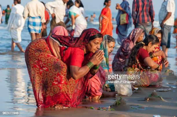 holy bathe, shivaratri, gokarna, karnataka, india - maha shivaratri stock pictures, royalty-free photos & images
