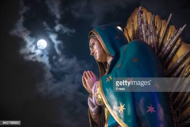 holy week in mexico city - virgin mary - festival de la virgen de guadalupe fotografías e imágenes de stock