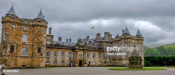 holyrood palace, edinburgh, scotland - holyrood palace stock pictures, royalty-free photos & images