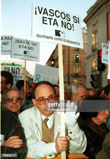 Homage to the Basque socialist leader FBuesa Blanco who was killed in a car bomb