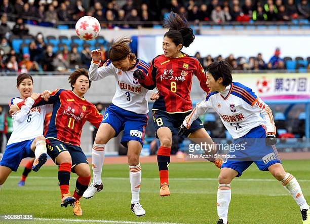 Homare Sawa of INAC Kobe Leonessa and Kana Kitahara of Albirex Niigata Ladies compete during the 37th Empress's Cup All Japan Women's Championship...