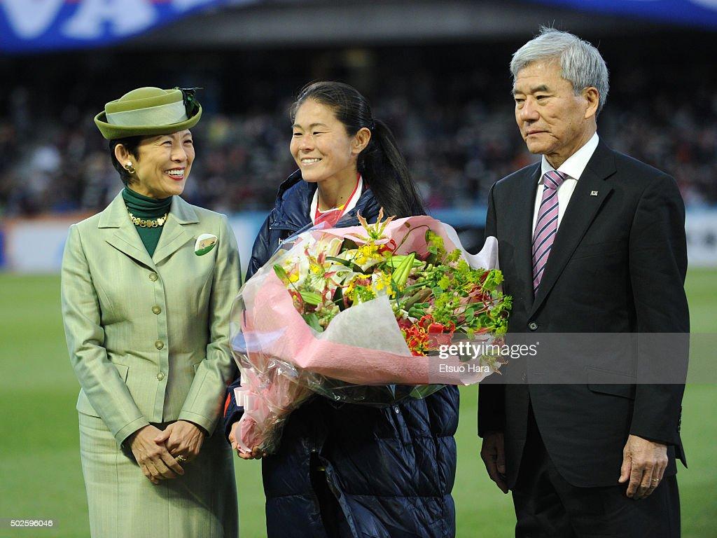 INAC Kobe Leonessa v Albirex Niigata Ladies - The 37th Empress's Cup All Japan Women's Championship Final : News Photo