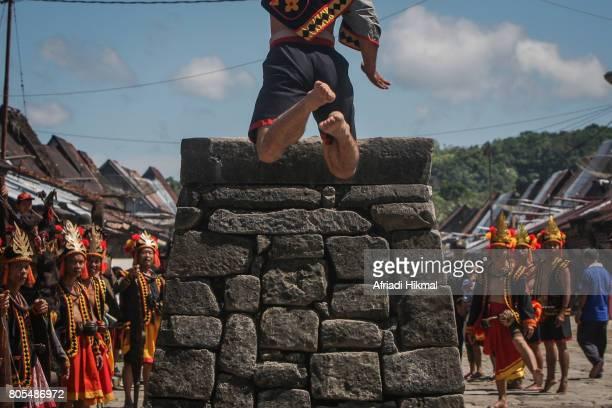 Hombo Batu (Stone Jumping)