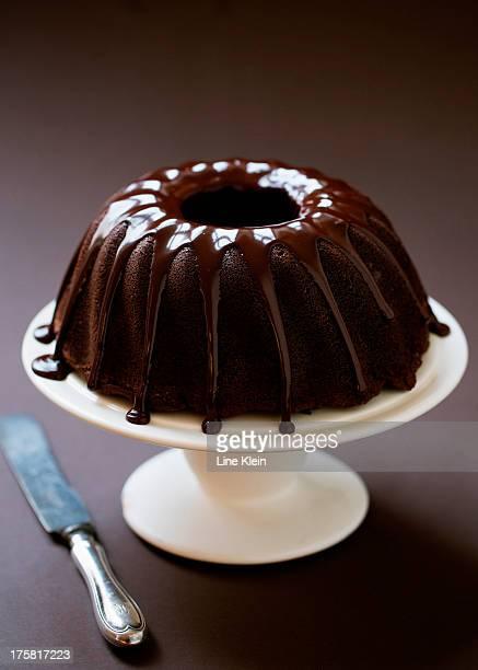 home baked chocolate cake - klein foto e immagini stock