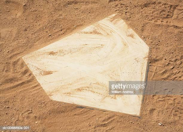 home base on baseball field, close-up - スポーツ ホームベース ストックフォトと画像