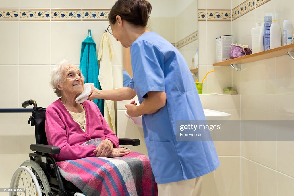 Home Caregiver with senior woman in bathroom : Stock-Foto