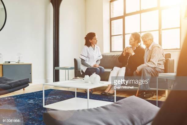 Casa cuidador con pareja senior