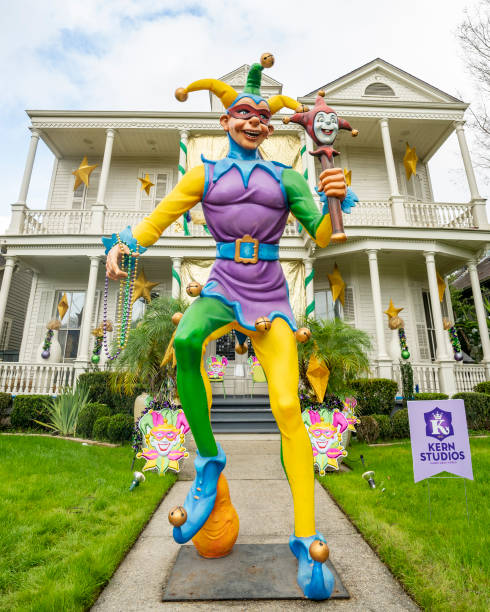 LA: New Orleans Celebrates Mardi Gras During COVID-19 Pandemic