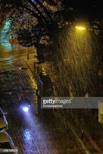 home delivery bike under rain at night in the city. - emreturanphoto stock pictures, royalty-free photos & images