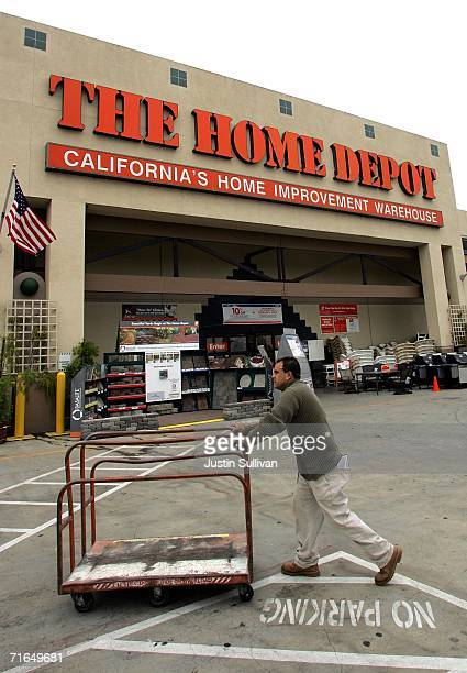 Home Depot customer pushes a cart in front of the Home Depot home improvement warehouse store August 15 2006 in San Rafael California Home Depot Inc...