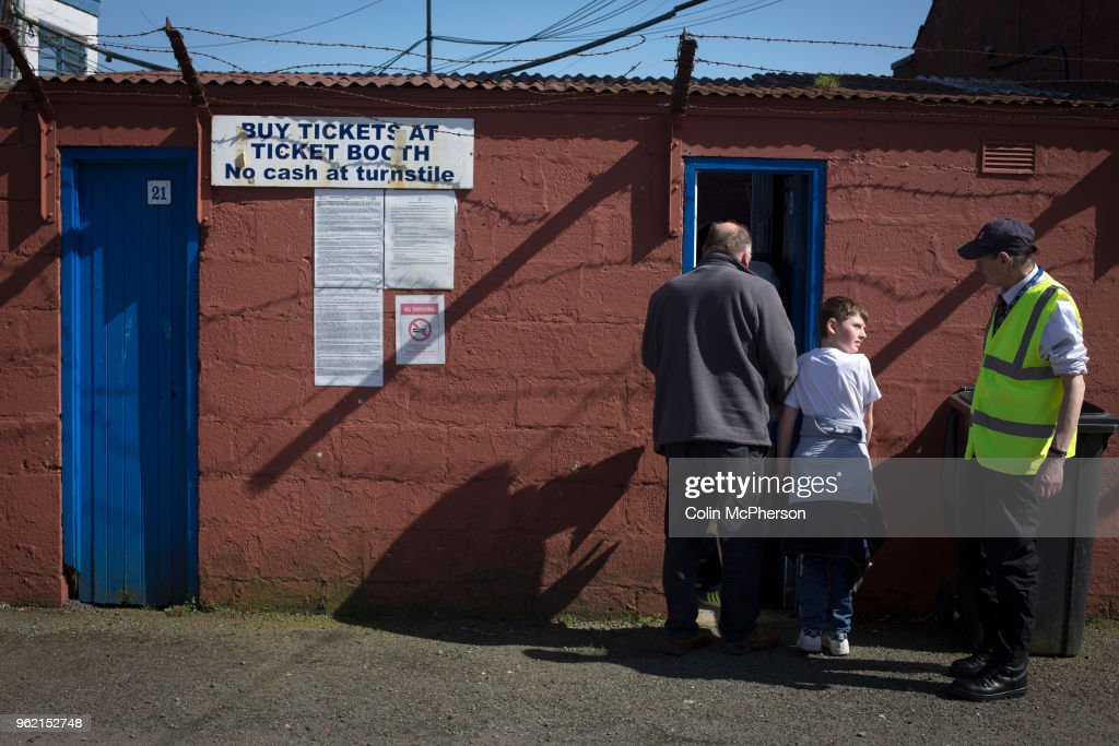 United Kingdom - Dumfries - Queen of the South Football Match : News Photo