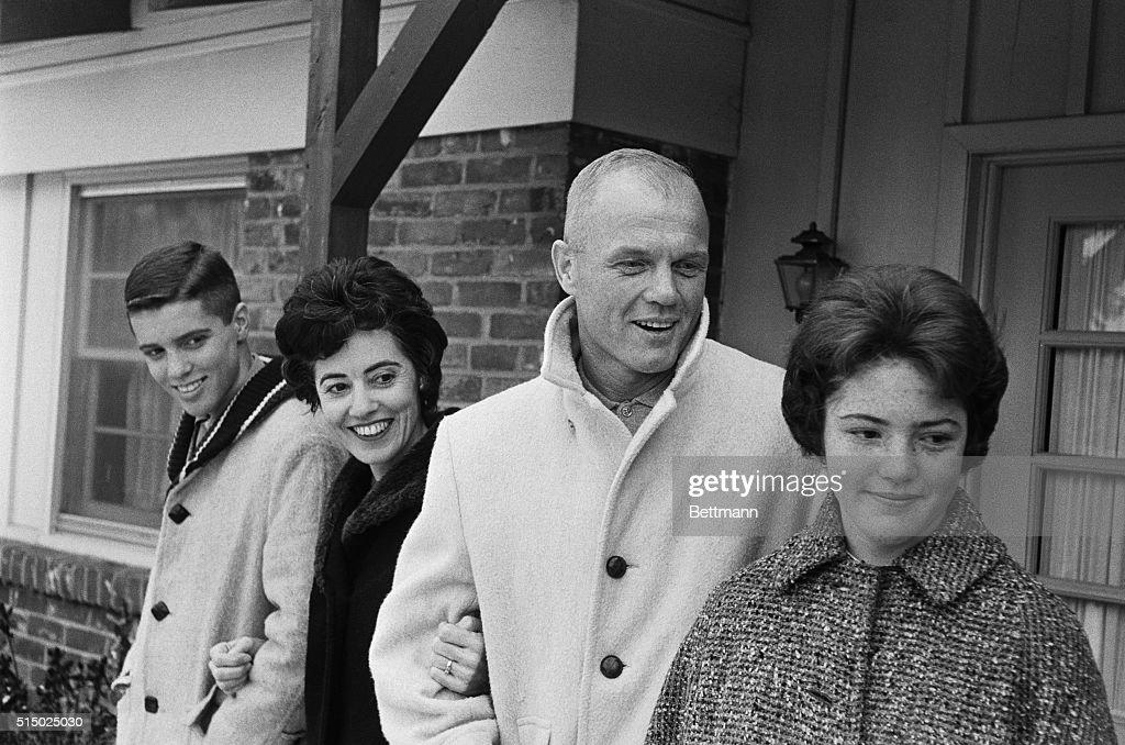 John Glenn's Family Smiling : News Photo
