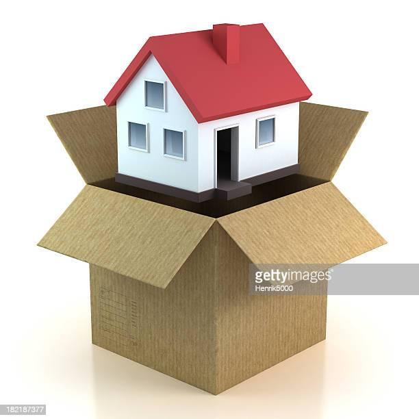 Maison dans la boîte en mouvement-isolé avec un Tracé de détourage