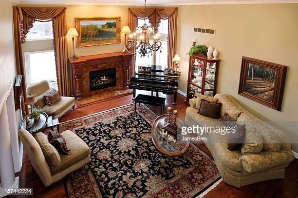 interior de casa: sala de estar formal, piano, tapete persa, lareira - persian rug - fotografias e filmes do acervo